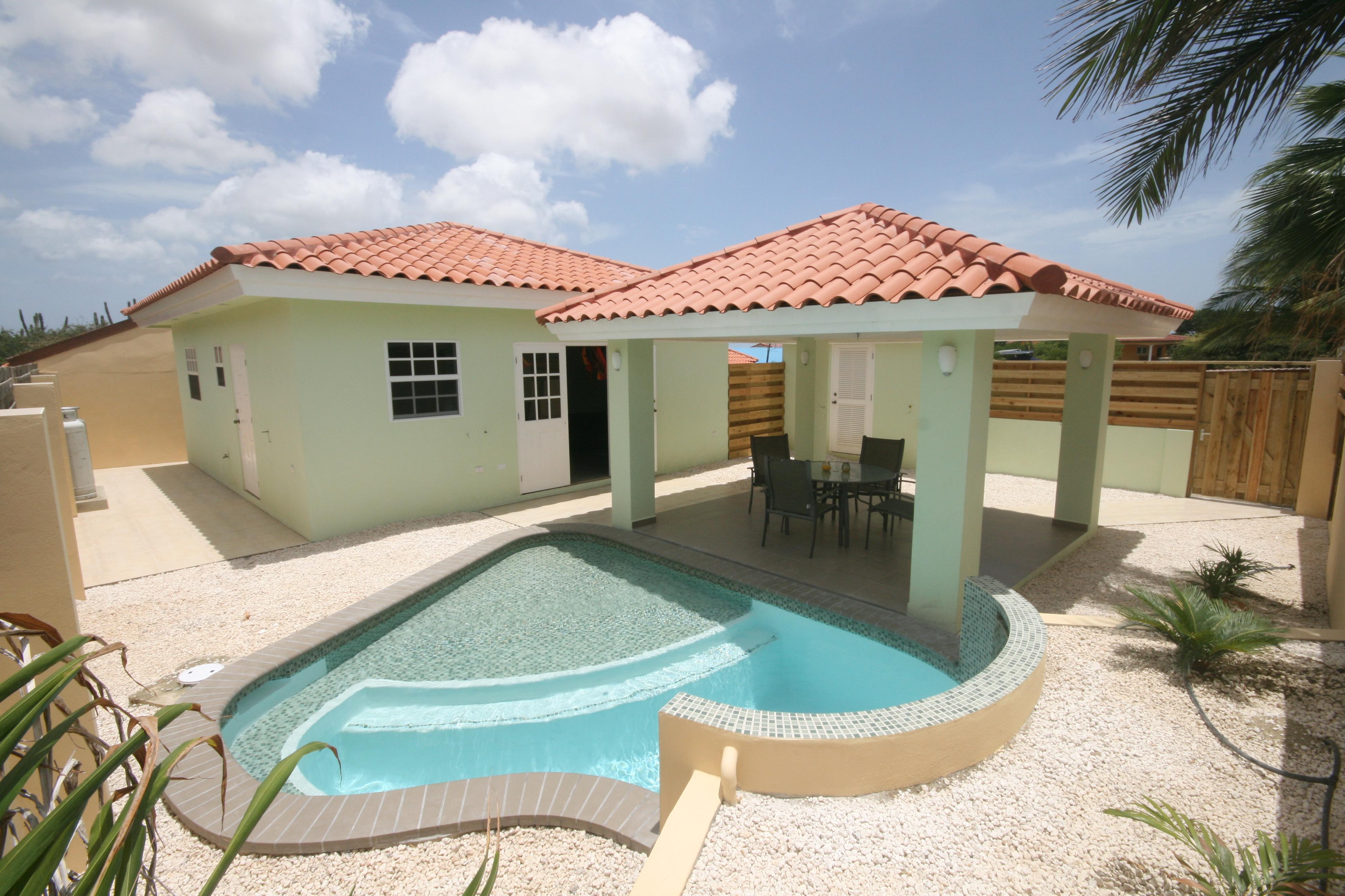 Vrijstaande bungalow met prive pool for Verhuur gemeubileerde woning
